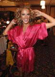 th_97102_fashiongallery_VSShow08_Backstage_AlessandraAmbrosio-70_122_164lo.jpg