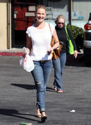 Кэтрин Хэйгл, фото 3554. Katherine Heigl - leaving Sushi Ike in Los Angeles 03/08/12, foto 3554