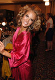 th_96809_fashiongallery_VSShow08_Backstage_AlessandraAmbrosio-38_122_231lo.jpg