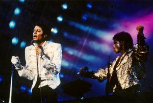 1984 VICTORY TOUR  Th_675380294_000000000_283229_122_364lo