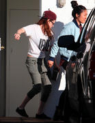 Kristen Stewart leaving her house in Los Angeles 02/26/13 (HQ)