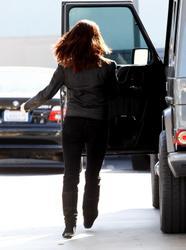 Nov 22, 2010 - Ashley Greene - At The Gas Station Th_12966_tduid1721_Forum.anhmjn.com_20101128094927005_122_412lo