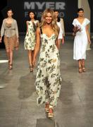 Дженифер Хокинс, фото 1530. Jennifer Hawkins Mercedes Benz Fashion Festival, Sydney - 25/08/11*MQ, foto 1530,