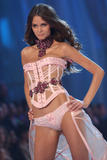 th_10650_fashiongallery_VSShow08_Show-443_122_522lo.jpg