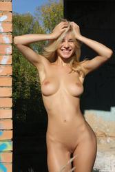 http://img200.imagevenue.com/loc54/th_360096521_4696043_123_54lo.jpg