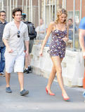 http://img200.imagevenue.com/loc575/th_80483_blake-lively-on-set-of-gossip-girl-in-nyc-20090903-23_122_575lo.jpg