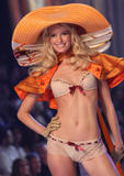 th_10183_fashiongallery_VSShow08_Show-409_122_72lo.jpg