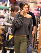 th 86234 Gomezlq1 123 75lo Selena Gomez   grocery shopping in Encino 01/14/12