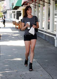 Джессика Сутта, фото 67. Jessica Sutta Grabs a Coffee in LA, 13 May 2010, foto 67